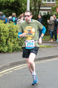 Richard Dally approaching the finish of the Frimley 10km 2015